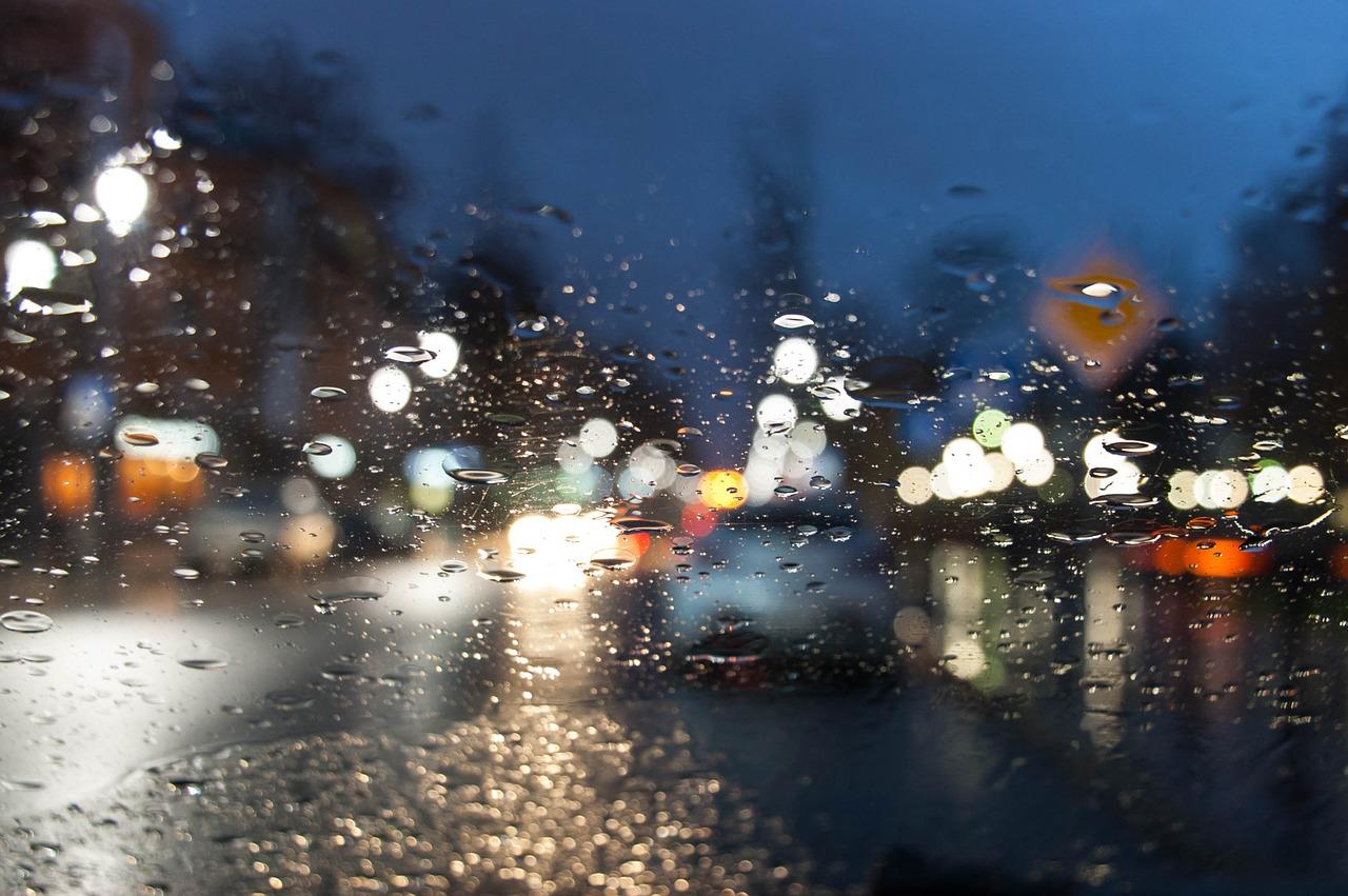 Tijdens de storm de weg op? Lees dan eerst deze tips!